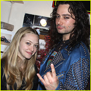 Amanda Seyfried is 'Rock of Ages' Adorable