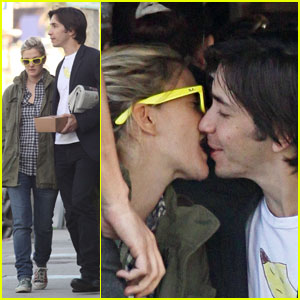 Drew Barrymore & Justin Long: Kissing Couple