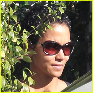 Halle Berry Sports A New Hairstyle