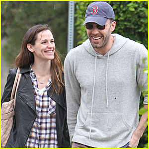 Jennifer Garner & Ben Affleck Share A Smile
