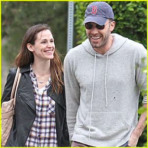 Jennifer Garner & Ben Affleck Share A Smile