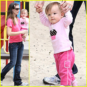 Jennifer Garner: Family Fun at the Park!