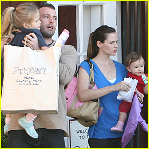 Jennifer Garner & Ben Affleck are Sunday Shoppers