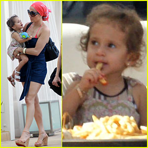 Jennifer Lopez: Fun in the Sun with Emme and Max!