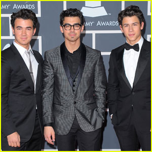 Jonas Brothers - Grammys 2010 Red Carpet
