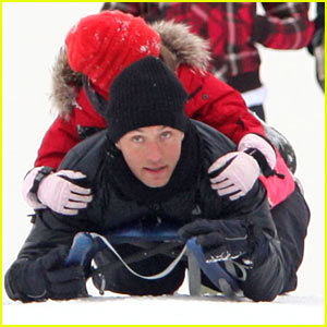 Jude Law: Sledding with the Kids!
