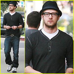 Justin Timberlake Has a Bite to Eat at BLD