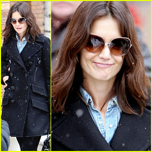 Katie Holmes Loves Longchamp - And Shimmying!