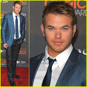 Kellan Lutz: People's Choice Awards 2010 Red Carpet