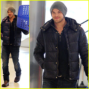 Kellan Lutz Donates to Teens for Jeans
