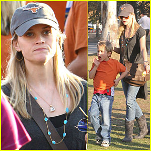 Reese Witherspoon & Deacon: Longhorn Pride!