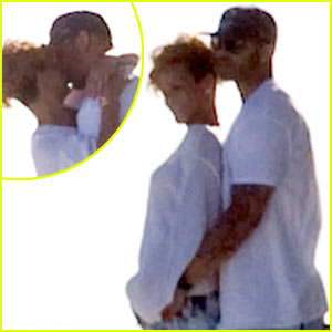 Rihanna &#038; Matt Kemp: Kissing Couple