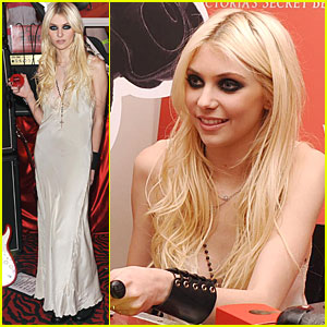 Taylor Momsen Launches 'Love Rocks'