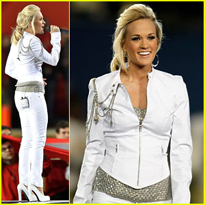 Carrie Underwood Sings Super Bowl's National Anthem