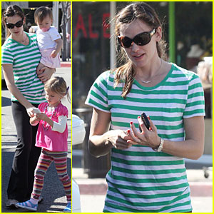 Jennifer Garner: Puzzle Zoo with Violet & Seraphina!