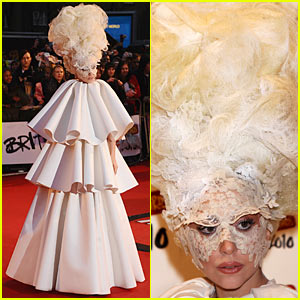 Lady Gaga: Three-Layer Cake Dress!