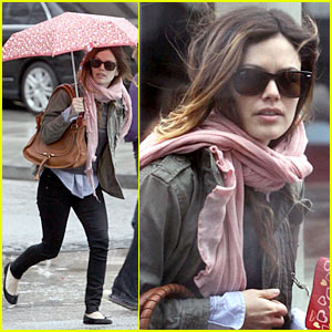 Rachel Bilson: Eating in the Rain!