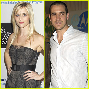 Reese Witherspoon: Date with Agent Jim Toth?