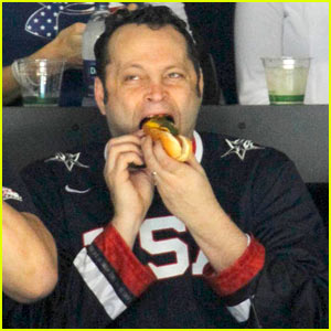 Vince Vaughn: Hot Dog Chowdown