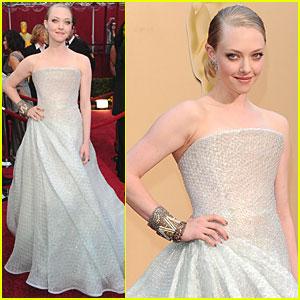 Amanda Seyfried -- Oscars 2010 Red Carpet