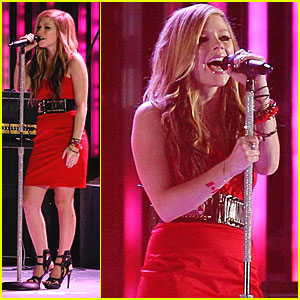 Avril Lavigne Rocks Vancouver Olympics Closing Ceremony