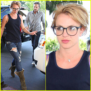 Britney Spears: Geeky Glasses!