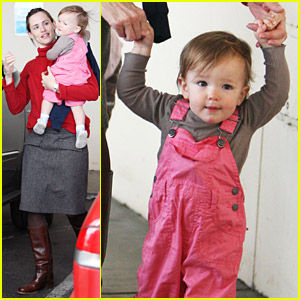 Jennifer Garner Helps Seraphina Take Baby Steps