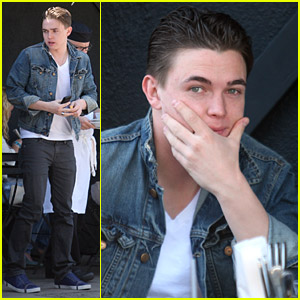 Jesse McCartney Licks Up Lunch