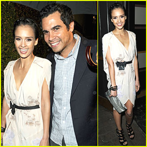 Jessica Alba Goes Green at Pre-Oscar Party