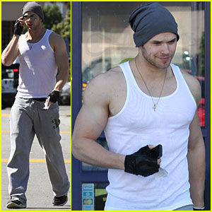 Kellan Lutz: Got Your Tickets to the Gun Show?