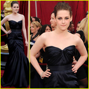 Kristen Stewart - Oscars 2010 Red Carpet