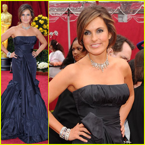 Mariska Hargitay -- Oscars 2010 Red Carpet