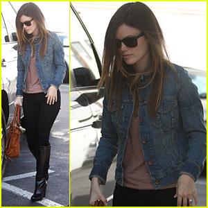 Rachel Bilson is a Chanel Shopper