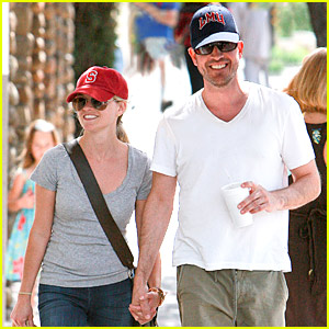 Reese Witherspoon & Jim Toth: Holding Hands!