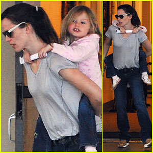 Jennifer Garner Picks Violet Up from School - Literally!