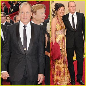 Woody Harrelson -- Oscars 2010 Red Carpet