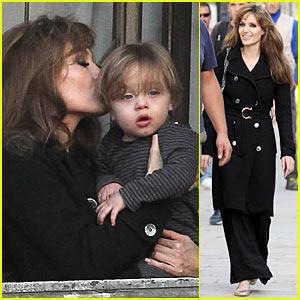 Angelina Jolie: Kisses for Knox Jolie-Pitt!