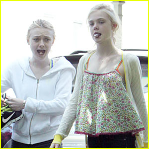 Elle & Dakota Fanning: Gum-Chewing Girls