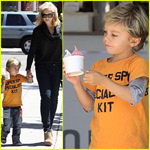 Gwen Stefani & Kingston Grab Froyo To Go