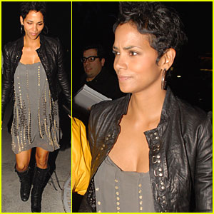 Halle Berry Checks Out Alicia Keys Concert