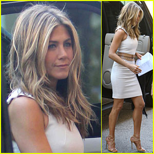 Jennifer Aniston Attracts Thousands For New Movie