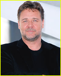 Russell Crowe: There Are No Tights in 'Robin Hood'