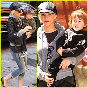 Christina Aguilera 'Gets Into Girls'