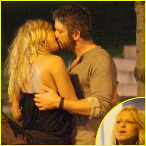 Gerard Butler Kisses Mystery Blonde!