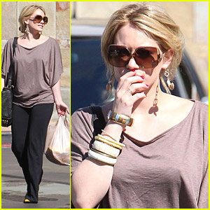 Hilary Duff & Mike Comrie Go Grocery Shopping