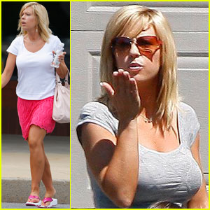 Kate Gosselin Blows a Kiss to Cara!