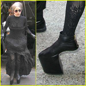Lady Gaga: Tippy Toes!