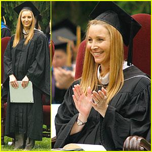 Lisa Kudrow: Vassar College's Commencement Speaker!
