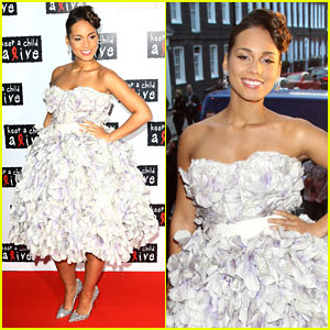 Alicia Keys: Poofy Pregnant Dress?