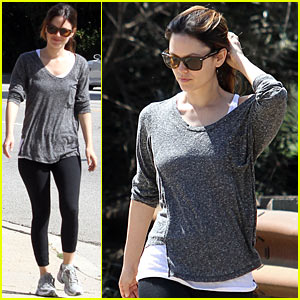Rachel Bilson: Hiking with the Gal Pals